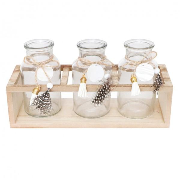 Glasflaschen in Holzkorb